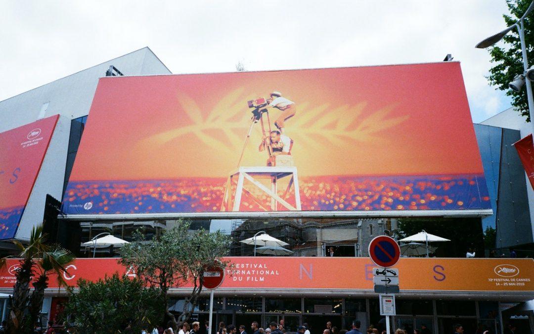 How Much Is Billboard Advertising Vs. Online Advertising?